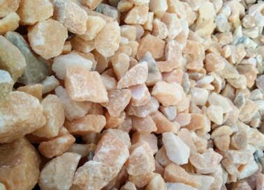 厂家专业生产 天然彩砂及 彩色碎石子 、砂石